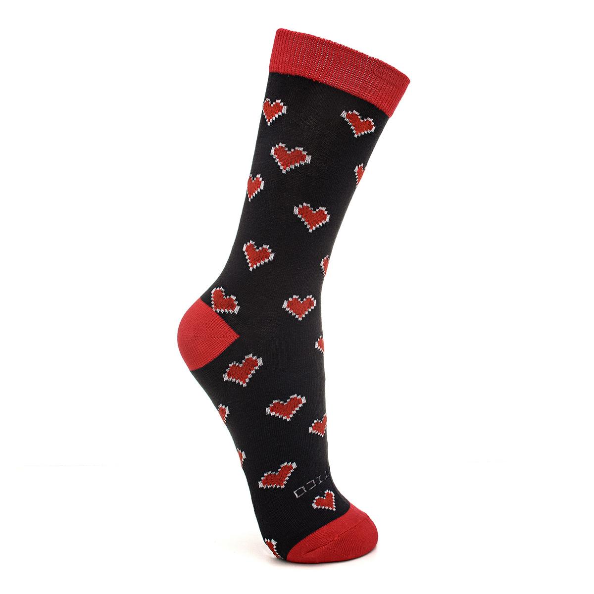Meia cano longo preta e vermelha com corações Quântico