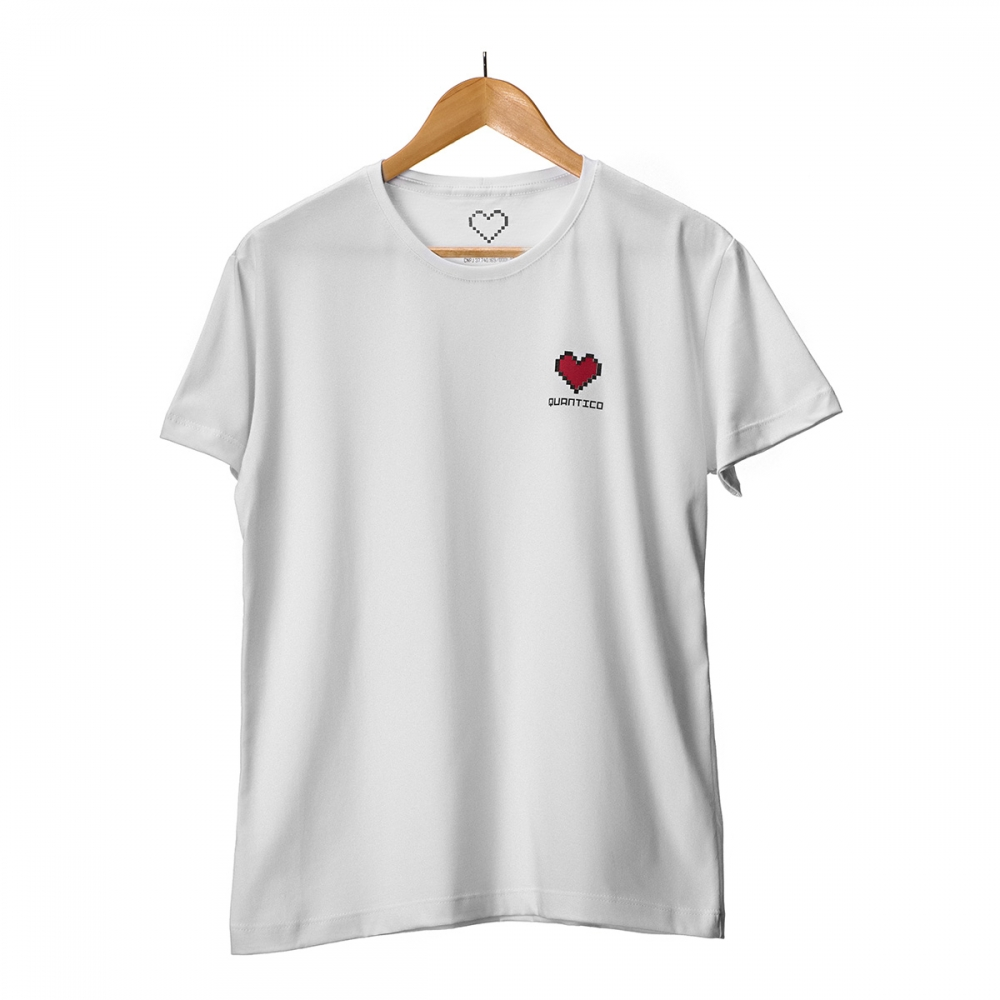 Camiseta Branca Coração em Silk Quântico
